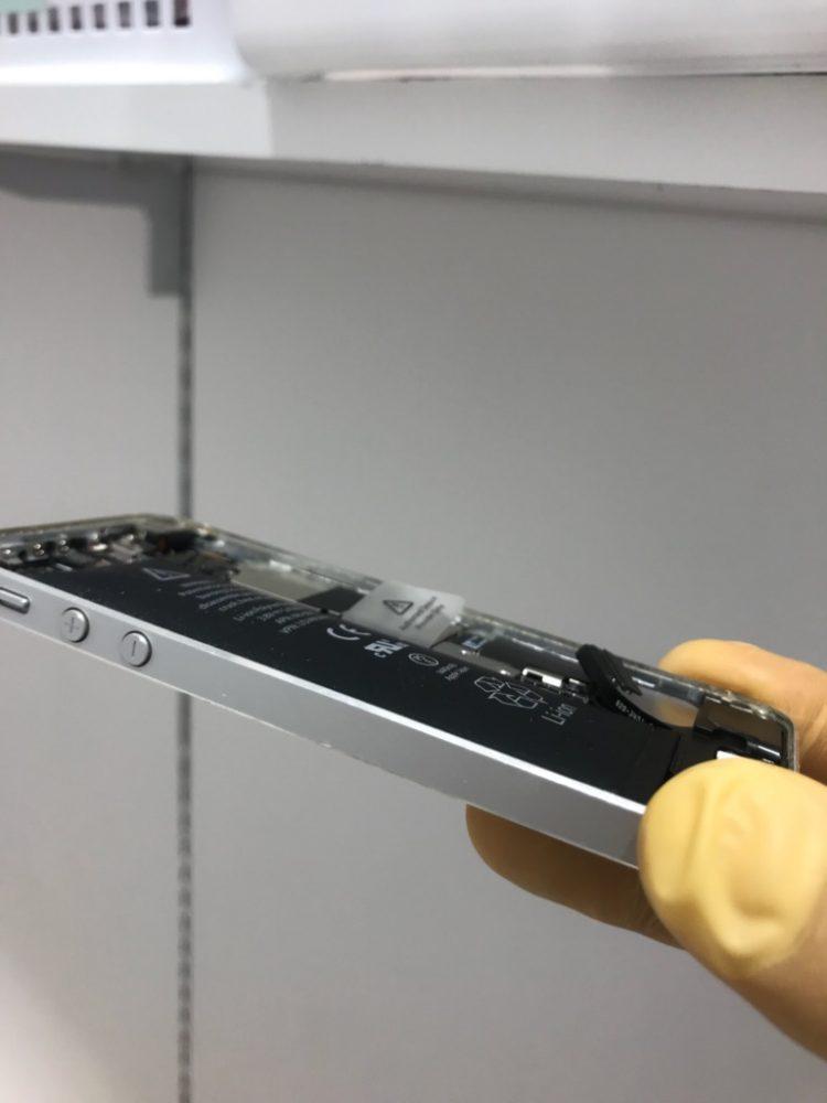 iPhone5 バッテリー膨張