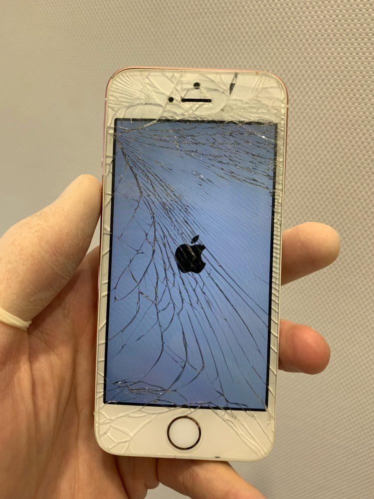 iPhoneSE ひび割れ