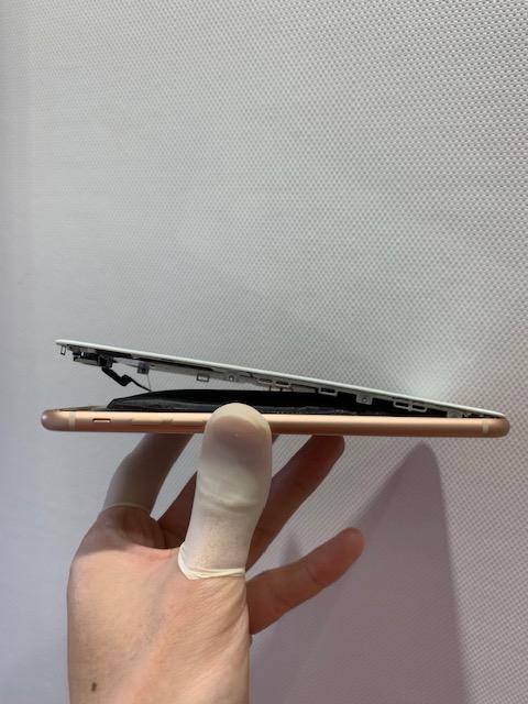 iPhone8Plus バッテリー膨張