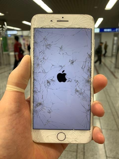 アイフォン8p 画面割れ