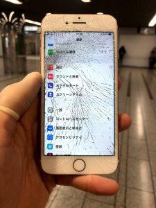 iPhone7 画面バキバキ