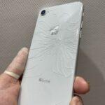 iPhoneの背面割れをの直すのもスマップル川崎店にお任せ下さい♪