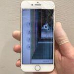 【iPhoneSE】液晶が壊れて表示不良に!すぐに直せばデータが取り出し可能!?