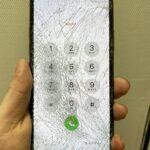 <!-- iPhone11Pro -->画面が粉々に割れてしまったiPhone悪化する前に修理に持ち込みましょう!