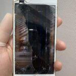 iPhone8画面割れでiPhoneの内部が見える!?これって修理出来る??
